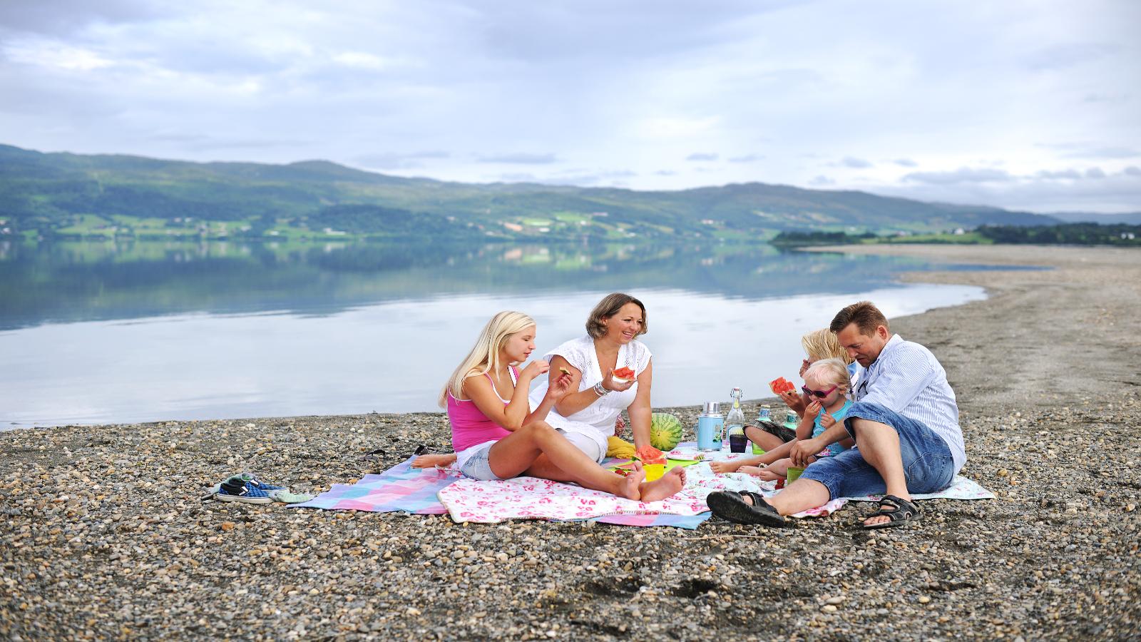 Piknik ved Selbusjøen. Foto: Marius Rua/trondelag.com