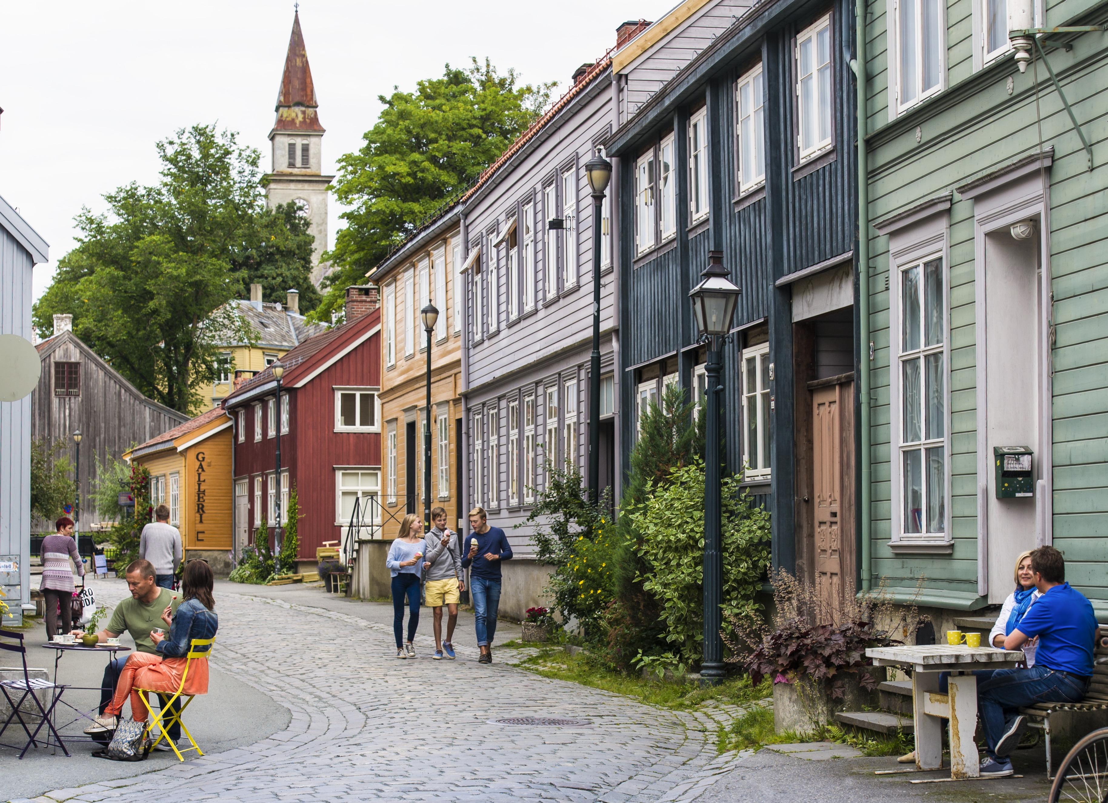Den gamle bydelen Bakklandet i Trondheim, Trøndelag, Foto: CH - visitnorway.com