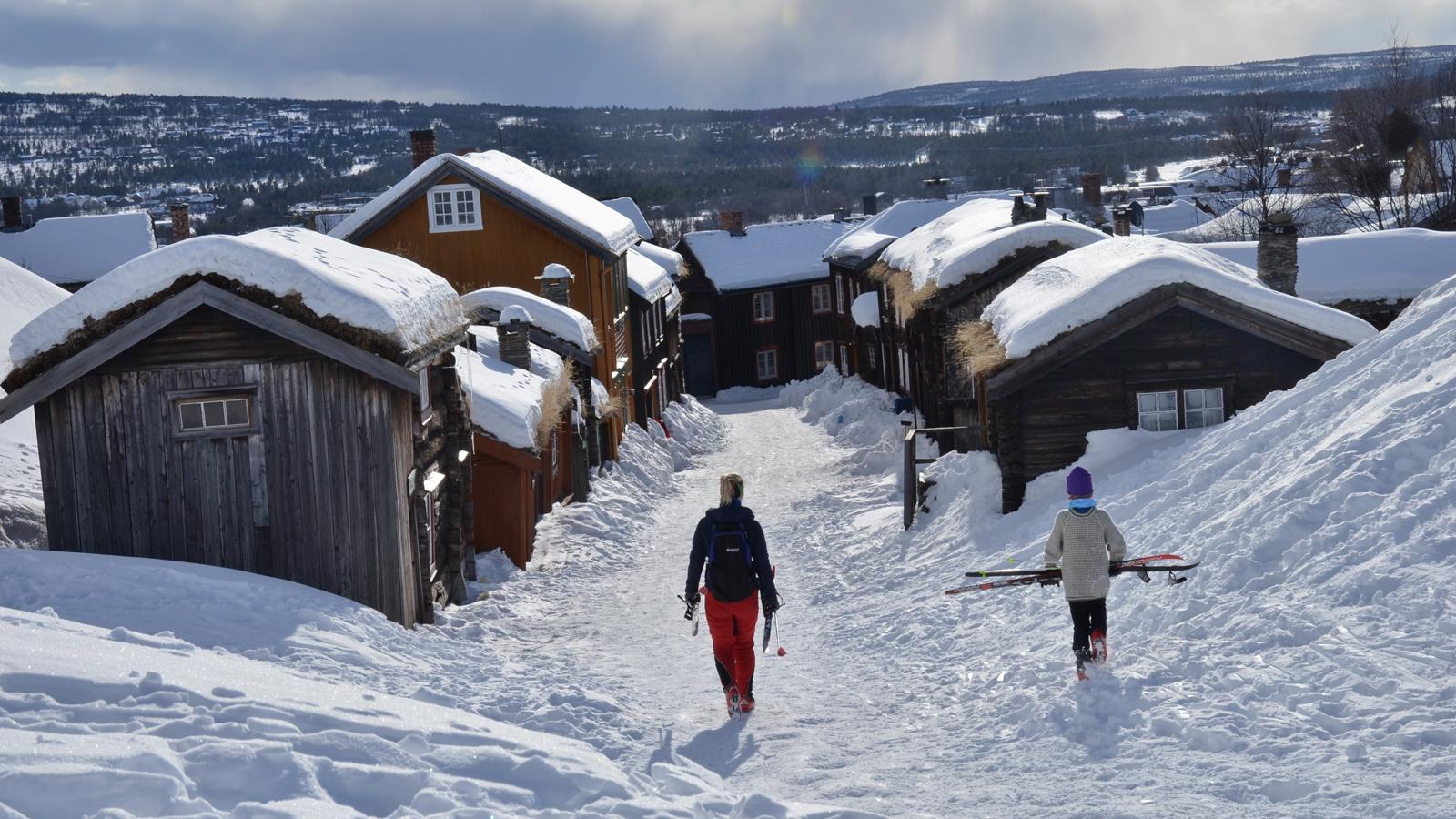 Påskestemning i Sleggveien på Røros. Foto: Finn Nilsen / trondelag.com