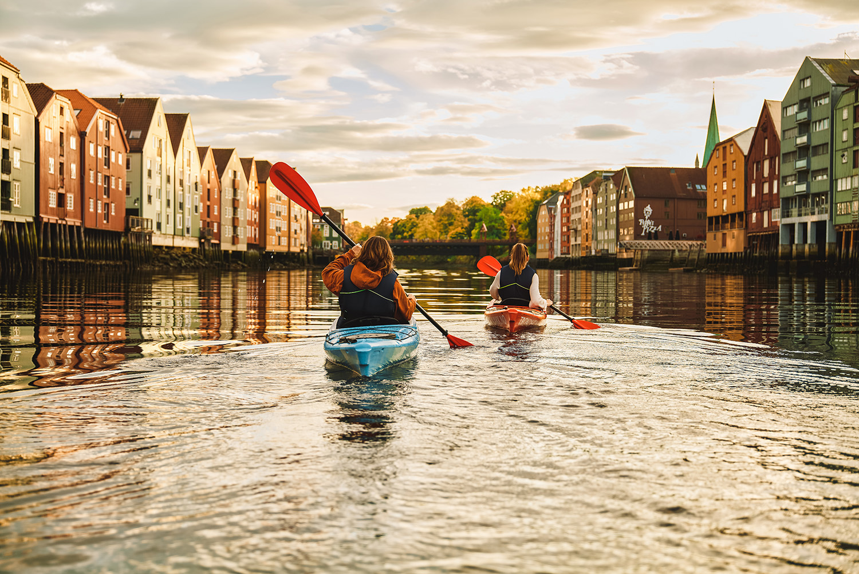 Kajakk i Nidelven / Visit Trondheim / Foto: Jarle Hagen