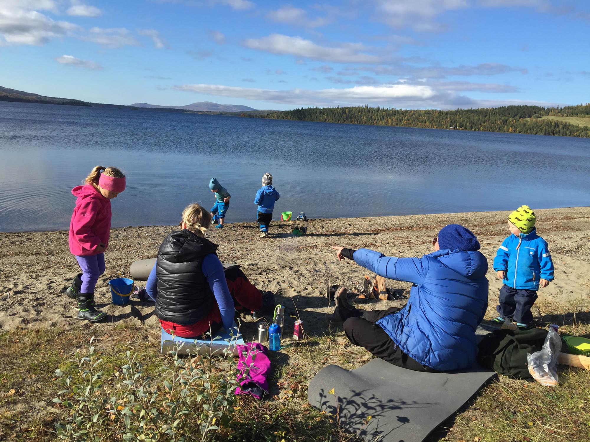 Familie ved Ingulfsvann Vestre / Visit Namdalen